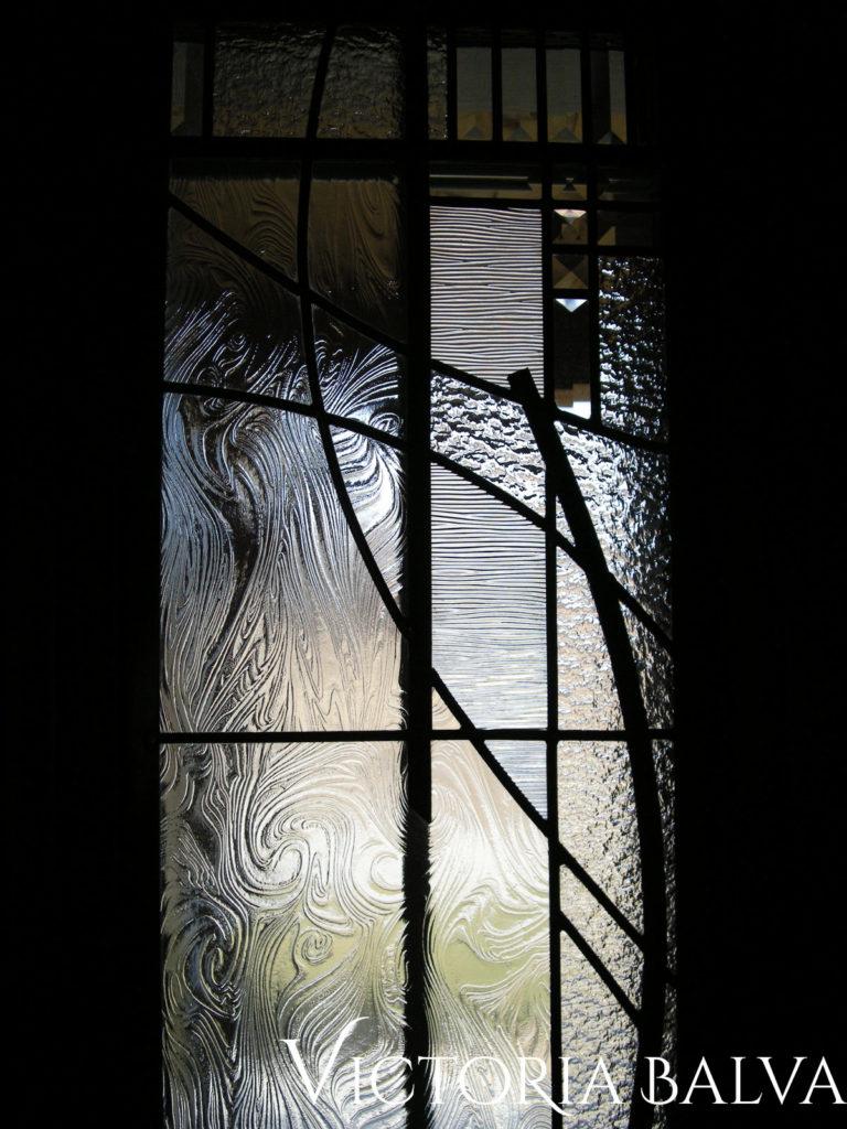 Clear textured architectural art glass in modern design