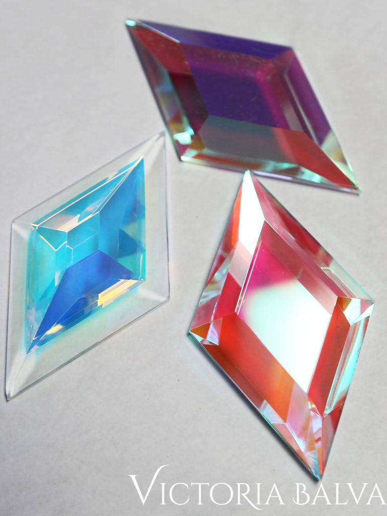 Dichroic laminated decorative custom bevelled glass with color reflections