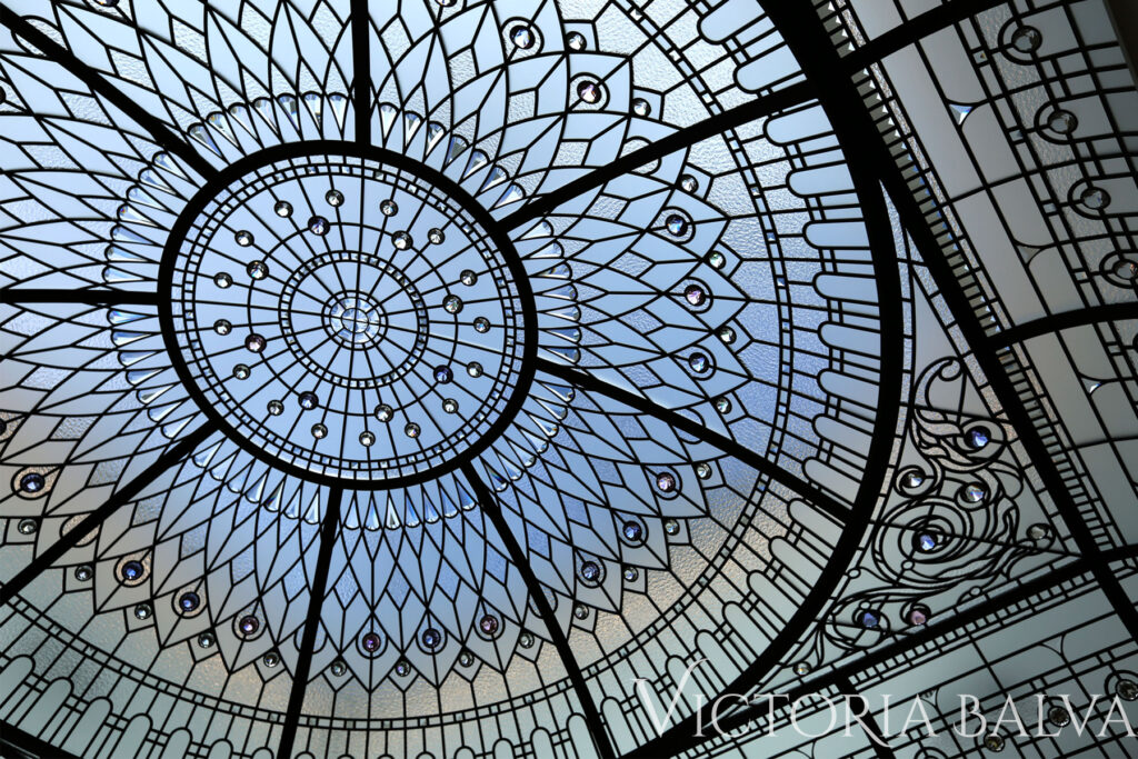 elegant stained and leaded glass dome for a luxury residence in Wayzata clear textured glass