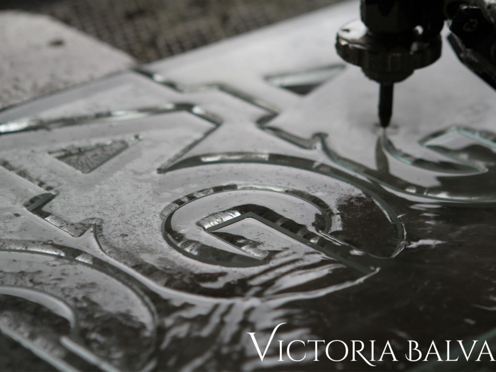 water jet cutting of complex shapes in 12 mm thick glass